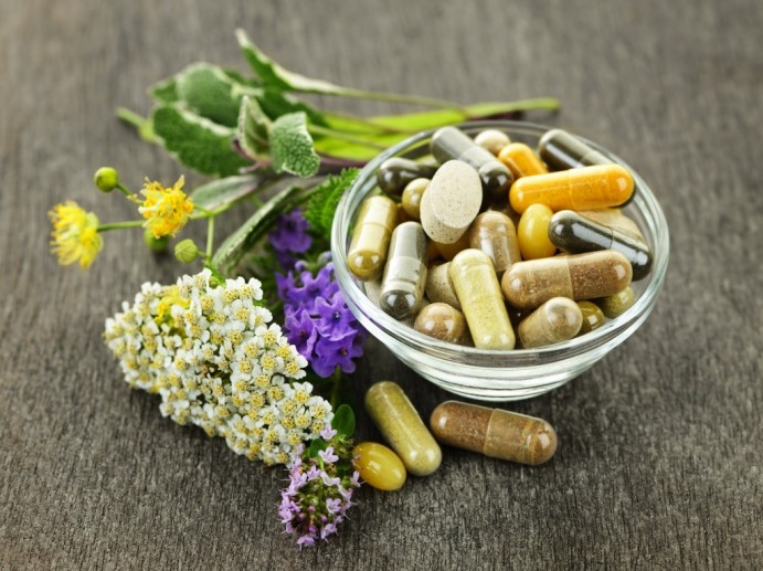 herb-capsules-in-a-glass-bowl-fotolia_351543112